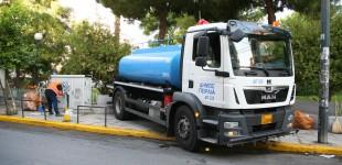 Καμίνια: Επιχείρηση καθαρισμού και εξωραϊσμού του Δήμου Πειραιά στην πλατεία Ανδρέα Παπανδρέου (video)