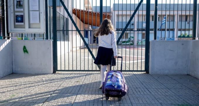 """Έτσι θ"""" ανοίξουν τα σχολεία – Πώς και πότε θα γίνει ο εμβολιασμός των εκπαιδευτικών"""