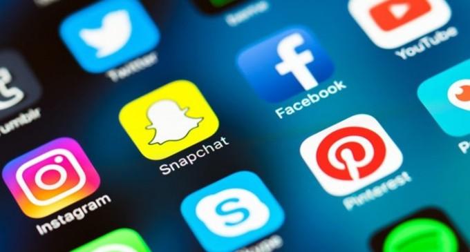 Έρευνα: «Κολλημένοι» με τα social media οι Έλληνες – Τουλάχιστον εννέα στα δέκα παιδιά 5-12 ετών μπαίνουν στο διαδίκτυο