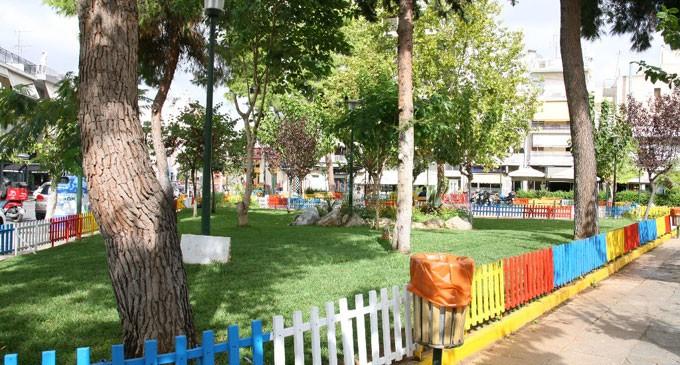 Αναπλάσεις πρασίνου και φυτεύσεις εποχιακών λουλουδιών από τον Δήμο Πειραιά