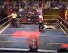 26χρονος παλαιστής έπεσε νεκρός στο ρινγκ μετά από χτυπήματα στο στήθος (βίντεο)