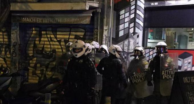 Mεγάλη επιχείρηση της Αστυνομίας στην Πλατεία Εξαρχείων(φωτο)