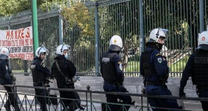 Απεργία: Ισχυρές αστυνομικές δυνάμεις στο κέντρο της Αθήνας