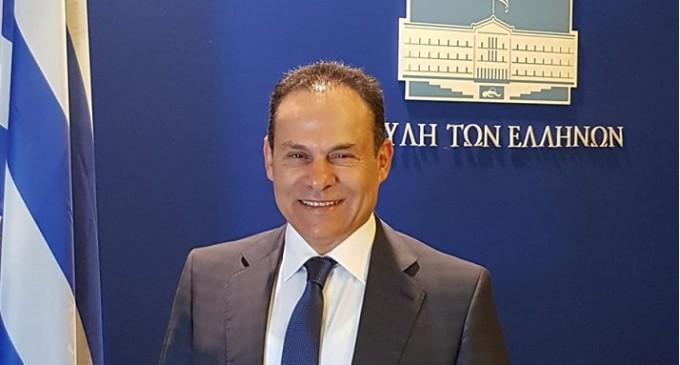 Ο Νίκος Μανωλάκος στηρίζει το ψήφισμα του Δημοτικού Συμβουλίου Πειραιά