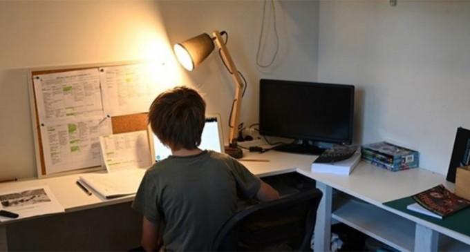 Τηλεκπαίδευση: Στα ηλεκτρονικά… θρανία από σήμερα και οι μαθητές δημοτικών και νηπιαγωγείων