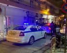 Μολότοφ και προσαγωγές σε αστυνομικό τμήμα! Οι πρώτες εικόνες μετά την επίθεση (βίντεο)