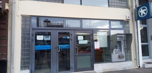 Σοβαρό πρόβλημα με την Alpha Bank στο Πέραμα- Έντονες διαμαρτυρίες του κόσμου και καταγγελίες στην ΚΟΙΝΩΝΙΚΗ: «Θα ακυρώσουμε τις κάρτες» – «Απουσία εταιρικής κοινωνικής ευθύνης για το Πέραμα»
