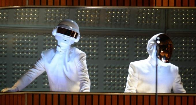 Οι Daft Punk αποκαλύπτουν τα πρόσωπά τους έπειτα από 28 χρόνια
