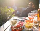 Χαλκιδική: 3.000 ευρώ σε 25χρονη για κορωνοπάρτι στην αυλή της