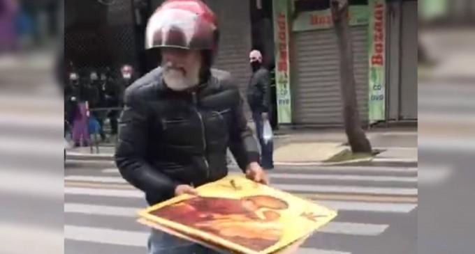 Βεβήλωσαν εικόνα της Παναγίας στη χθεσινή συγκέντρωση για τον Κουφοντίνα στο κέντρο της Αθήνας