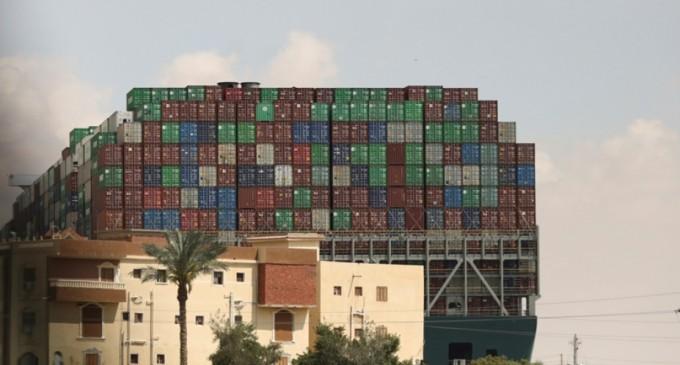 Καθυστέρηση 2 βδομάδων στις αφίξεις εμπορευμάτων στον Πειραιά