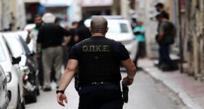 Αστυνομική επιχείρηση εκκένωσης κτιρίου στον Άγιο Παντελεήμονα (βίντεο)