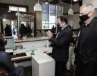 Ο Δήμαρχος Πειραιά Γιάννης Μώραλης υποδέχθηκε τον Υφυπουργό Ψηφιακής Διακυβέρνησης Γιώργο Γεωργαντά στο κεντρικό ΚΕΠ Πειραιά
