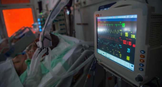 Κορωνοϊός: Καμία αποκλιμάκωση στα νοσοκομεία – 700 υγειονομικοί έχουν νοσήσει – Δεκάδες ασθενείς διασωληνωμένοι εκτός ΜΕΘ