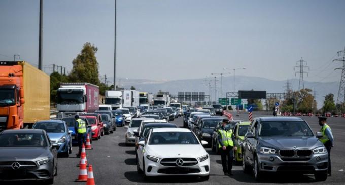 Ουρές χιλιομέτρων στα διόδια στην Ελευσίνα – Πέρασαν 13.000 οχήματα