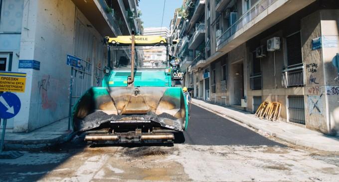 Δήμος Αθηναίων: Ασφαλτοστρώθηκαν οι πρώτοι 78 δρόμοι στις γειτονιές της πρωτεύουσας σε τρεις εβδομάδες