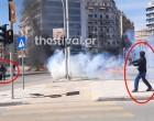 Βίντεο – ντοκουμέντο: Η στιγμή που ένας κουκουλοφόρος πετά μολότοφ σε αστυνομικούς και διαδηλωτή στη Θεσσαλονίκη