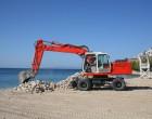 Εργασίες καθαρισμού στις παραλίες Βοτσαλάκια και Φρεαττύδα από τον Δήμο Πειραιά
