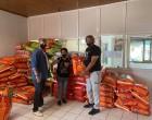 Διανομή ξηράς τροφής και σπιτάκια για γατες από τον Δήμο Αιγάλεω