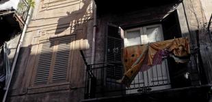 Ξάφριζαν διαμερίσματα με την πρόφαση ότι… έπεσαν ρούχα των θυμάτων από τα μπαλκόνια