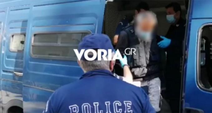 Επίθεση με τσεκούρι στη ΔΟΥ Κοζάνης: Διεκόπη η δίκη – Κατακραυγή για τον δράστη
