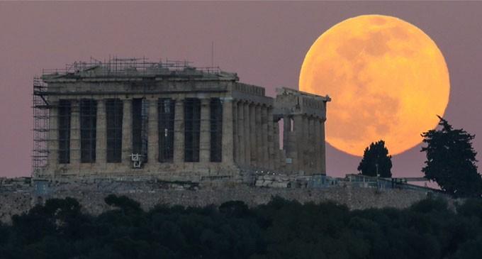 Φεγγάρι της Φράουλας: Έρχεται η τελευταία υπερπανσέληνος του χρόνου – Από πού πήρε το όνομα