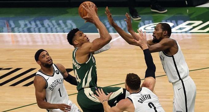 NBA: Στους τελικούς της Ανατολής Giannis και Μπακς