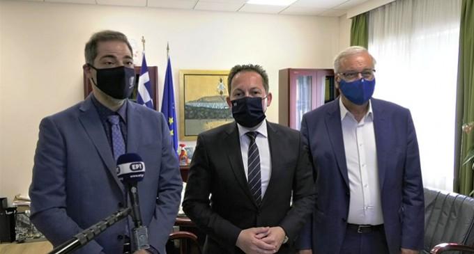 Ο αναπληρωτής Υπουργός Εσωτερικών Στ. Πέτσας επισκέφθηκε τον Δήμο Αλίμου