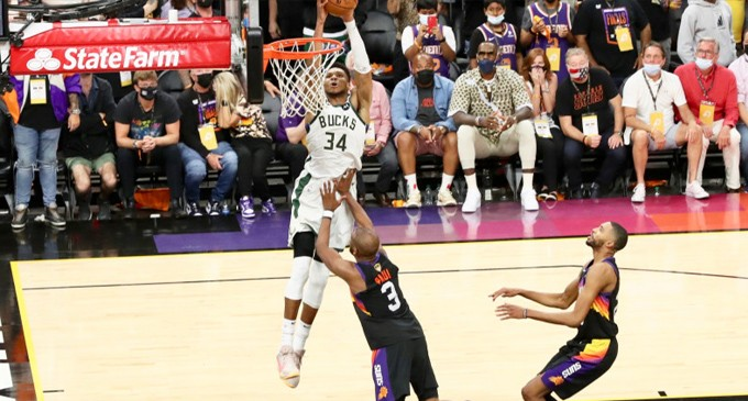 NBA: Μία νίκη μακριά από το πρωτάθλημα οι Μπακς του Γιάννη Αντετοκούνμπο – Αλωσαν το Φοίνιξ με 123-119