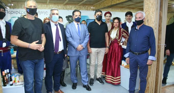 Ο Δήμαρχος Πειραιά Γιάννης Μώραλης στα εγκαίνια της 20ης Έκθεσης «Κρήτη η Μεγάλη Συνάντηση – Τοπικά Προϊόντα και Γεύσεις Ελλάδας» στο Πασαλιμάνι