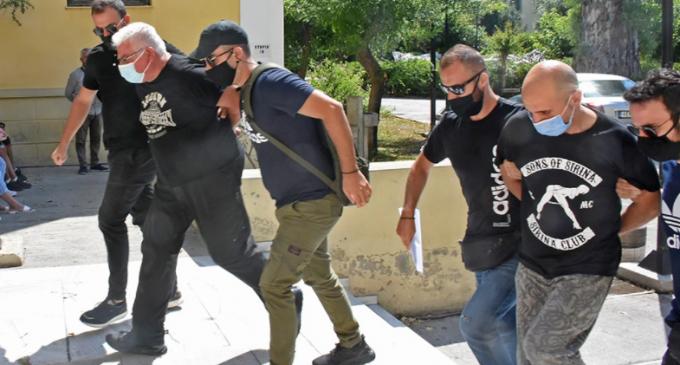Ηλιούπολη: Στη φυλακή ο αστυνομικός και ο πατέρας της 19χρονης που κατηγορούνται για την κακοποίησή της