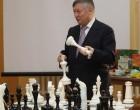 Ο Ρώσος σκακιστής Ανατόλι Καρπόφ στη Σαλαμίνα την Δευτέρα 19/07