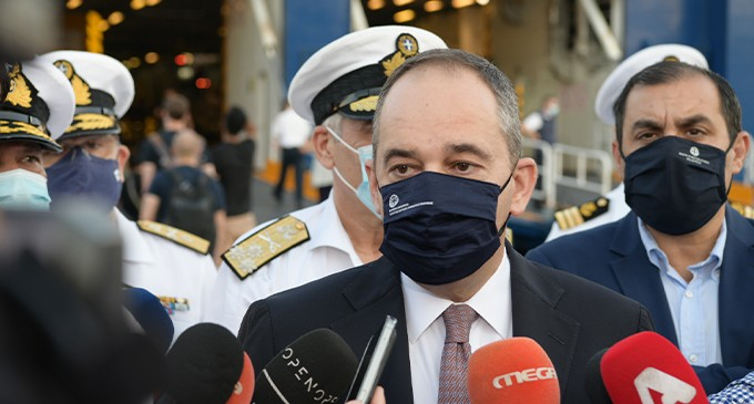 Γ. Πλακιωτάκης από το Λιμάνι του Πειραιά: Να μην επιτρέψουμε στον ιό και τις μεταλλάξεις του να εμποδίσουν την επιστροφή στην κανονικότητα
