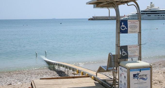 Σύστημα πρόσβασης στην παραλία Βοτσαλάκια για άτομα με αναπηρία από τον Δήμο Πειραιά