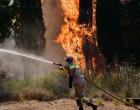 Φωτιά στο Μαρμάρι: Μεγάλες αναζωπυρώσεις σε δύο οικισμούς -Κοντά στα σπίτια οι φλόγες