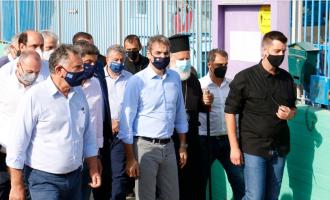 Στην Κρήτη ο Μητσοτάκης: Άμεσα 20.000 ευρώ σε όσους έχασαν τα σπίτια τους – Στήριξη σε επιχειρήσεις