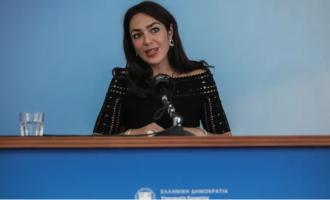 Ευτράπελο στο υπουργείο Εργασίας: Καμεραμάν ρώτησε τη Δόμνα Μιχαηλίδου πότε έρχεται η… υπουργός (βίντεο)