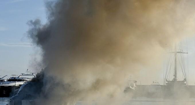 Κάρυστος: Φωτιά σε ιστιοφόρο – Στο νοσοκομείο τέσσερα άτομα