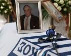 Αντίο, «Εθνικάρα»: Σε κλίμα συγκίνησης η κηδεία του Γιάννη Μαντζουράνη