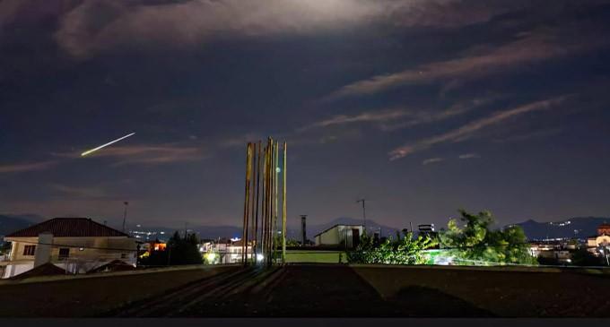 Λάμψη από εντυπωσιακό μετέωρο «φώτισε» τη νύχτα στην Αττική -Το φαινόμενο που έγινε ορατό σε πολλές περιοχές
