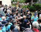 Μίκης Θεοδωράκης: Κοσμοσυρροή και εκνευρισμός στη Μητρόπολη – Παράταση μίας ώρας στο λαϊκό προσκύνημα